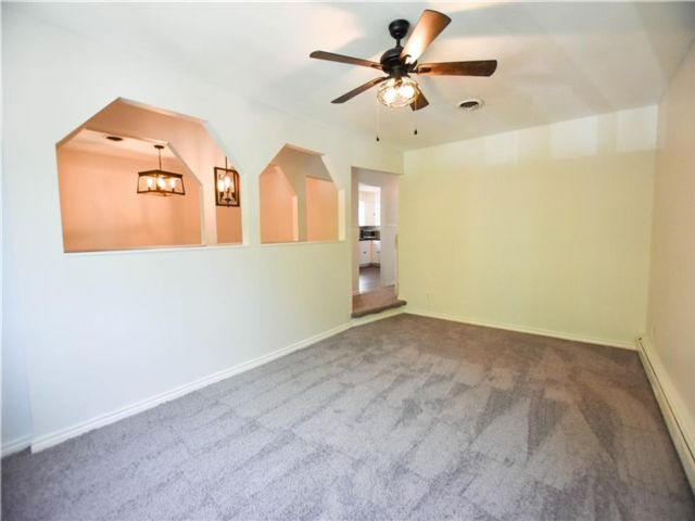 3 BR,  1.00 BTH Multi-family style home in Willowbrook