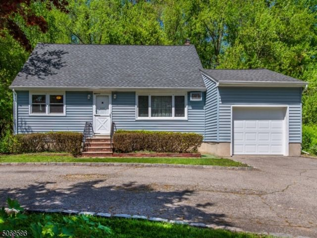 4 BR,  2.00 BTH  Cape cod style home in Fairfield