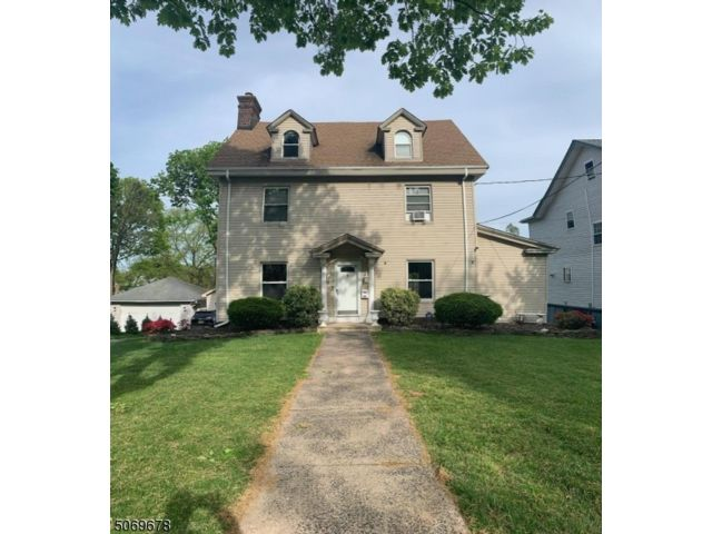 6 BR,  3.50 BTH Custom home style home in Bloomfield
