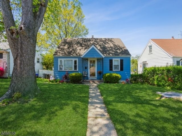 3 BR,  1.00 BTH Cape cod style home in Belleville