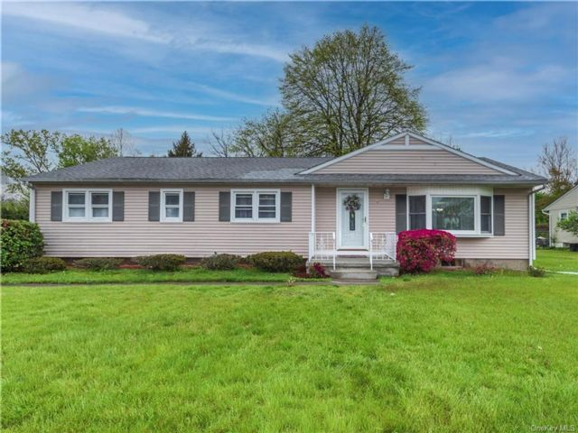 4 BR,  2.00 BTH Ranch style home in New Windsor