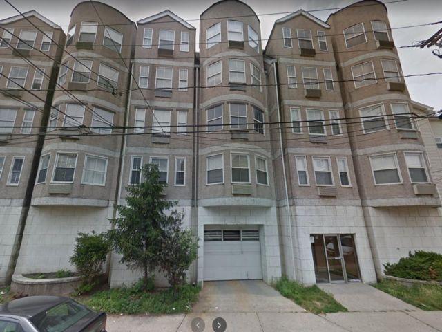 2 BR,  2.00 BTH Condo style home in Newark