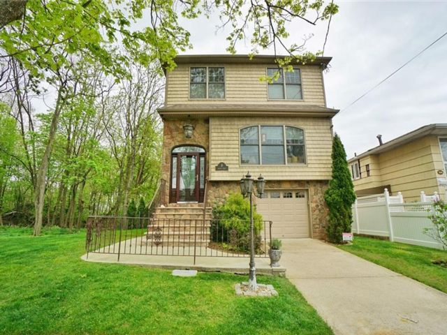 3 BR,  4.00 BTH Single family style home in Richmondtown