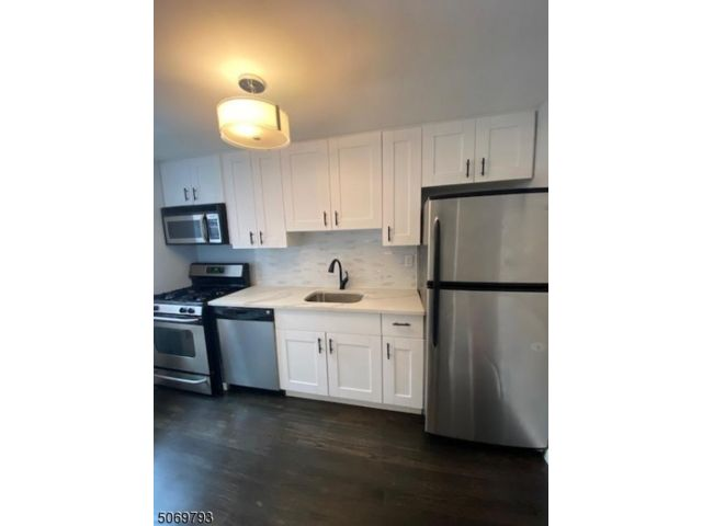 1 BR,  1.00 BTH House style home in Rutherford