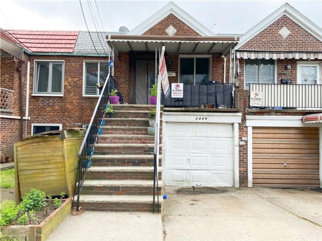 4 BR,  0.00 BTH  Multi-family style home in Gravesend