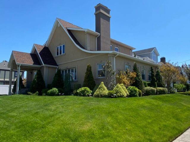 4 BR,  4.50 BTH  style home in Belle Harbor