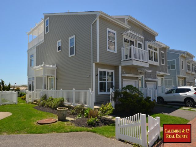 4 BR,  3.00 BTH  style home in Arverne