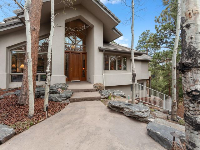 7 BR,  5.50 BTH 2 story style home in Evergreen