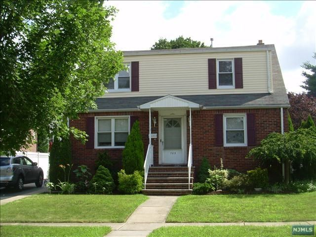 1 BR,  1.00 BTH 2 family style home in Lyndhurst