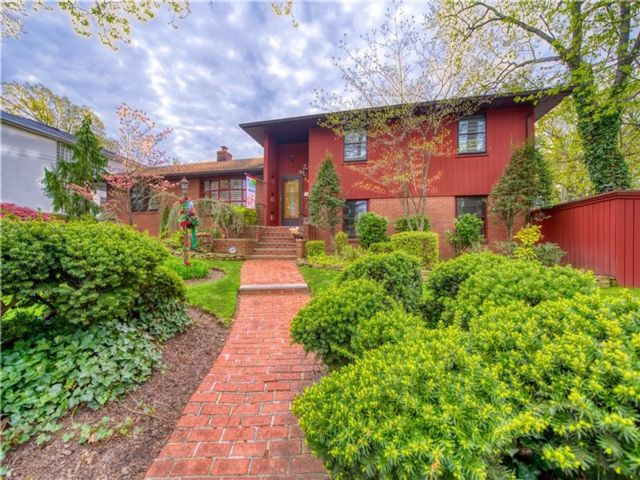 3 BR,  3.00 BTH Multi-family style home in Westerleigh