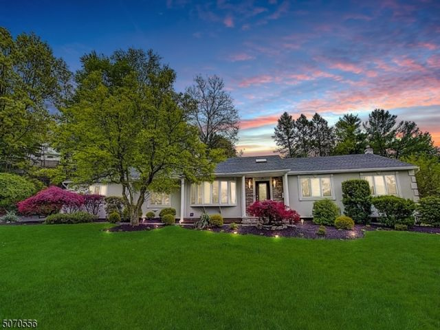 4 BR,  3.00 BTH Expanded ranch style home in Wayne