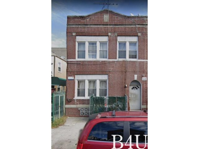 7 BR,  4.00 BTH  Multi-family style home in Brighton Beach