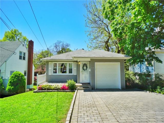 3 BR,  2.00 BTH Single family style home in Silver Lake