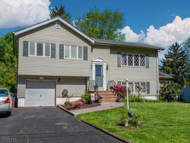 5 BR,  2.50 BTH Bi-level style home in Fairfield