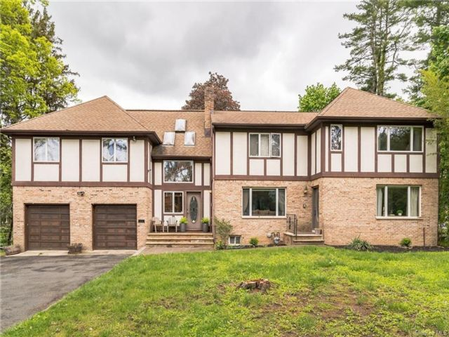 5 BR,  5.00 BTH Tudor style home in Clarkstown
