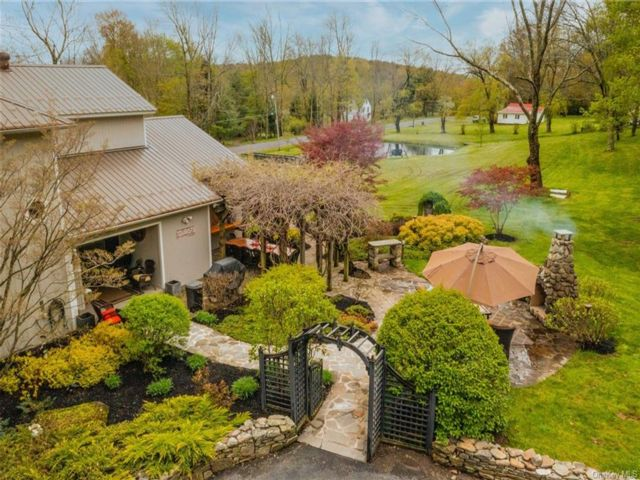 3 BR,  3.00 BTH Cottage style home in Fallsburg