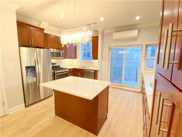 4 BR,  3.00 BTH Multi-family style home in Manhattan Beach