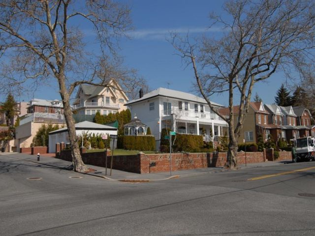 5 BR,  4.00 BTH Multi-family style home in Dyker Heights