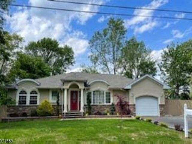4 BR,  2.00 BTH Expanded ranch style home in Piscataway