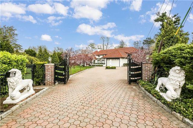 4 BR,  3.00 BTH Mediterranean style home in White Plains