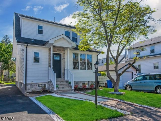 5 BR,  2.00 BTH Colonial style home in Paterson