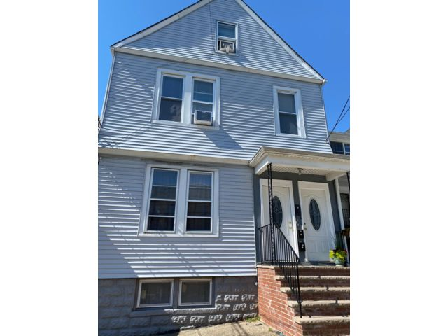 6 BR,  3.00 BTH  style home in Kearny