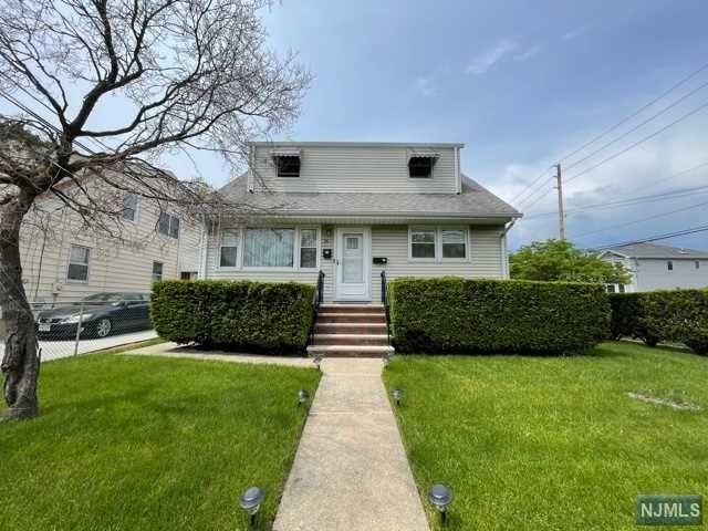 2 BR,  1.00 BTH 2 family style home in Clifton