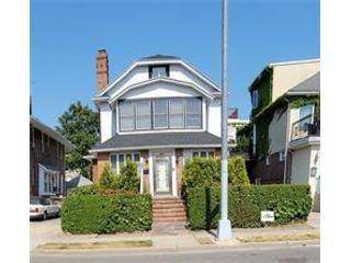 4 BR,  3.00 BTH Single family style home in Manhattan Beach