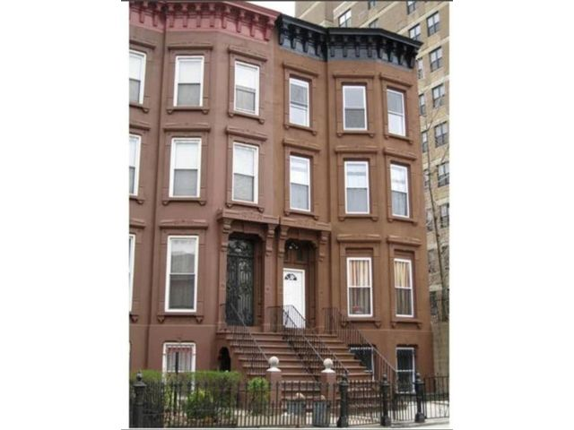 9 BR,  0.00 BTH Multi-family style home in Crown Heights