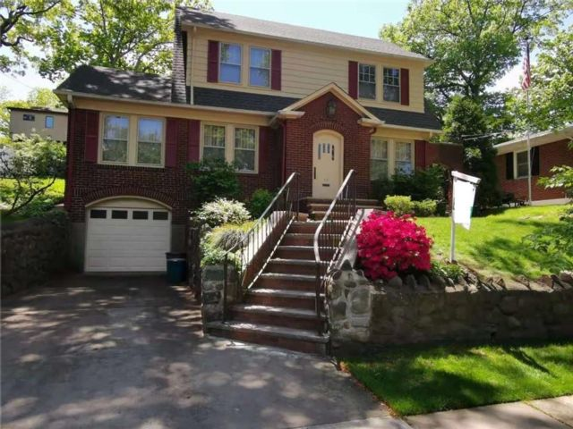 4 BR,  2.00 BTH Single family style home in Randall Manor