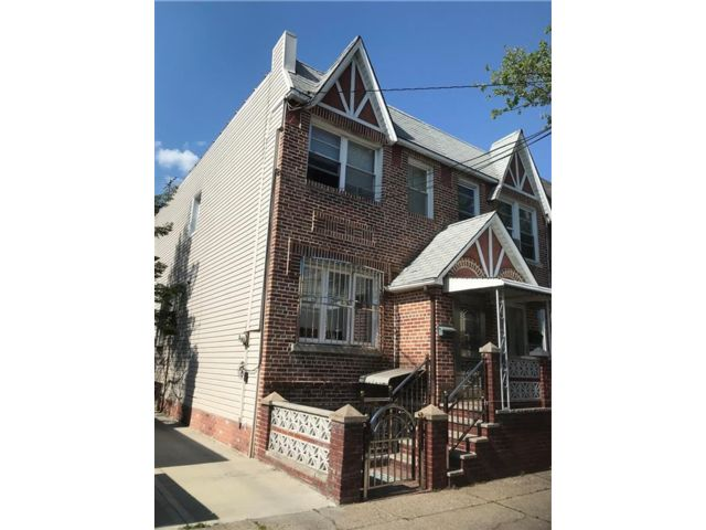 4 BR,  3.00 BTH Single family style home in Gravesend