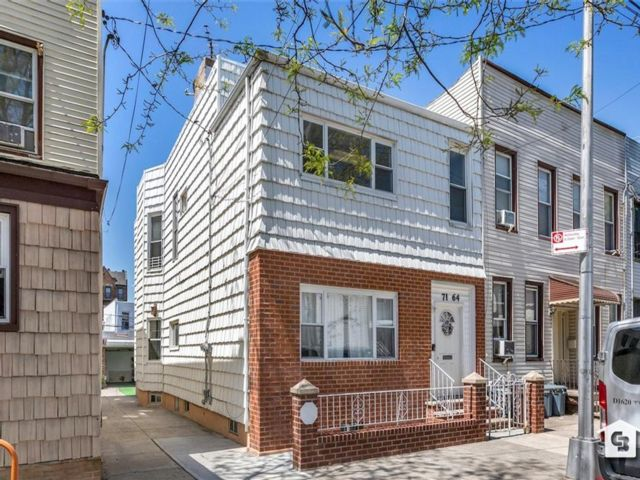 5 BR,  0.00 BTH Multi-family style home in Ridgewood