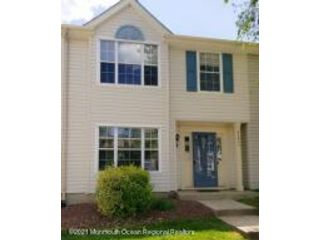 3 BR,  2.50 BTH Attached style home in Freehold
