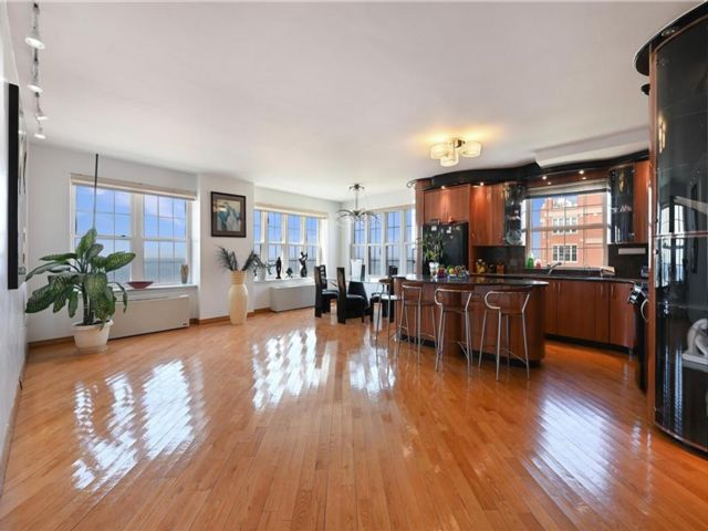 4 BR,  3.00 BTH Condominium style home in Brighton Beach