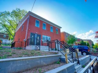 5 BR,  3.00 BTH Multi-family style home in Clifton