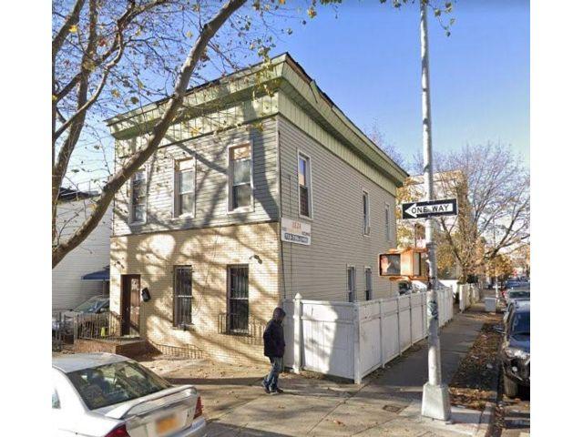 4 BR,  0.00 BTH Multi-family style home in Flatbush