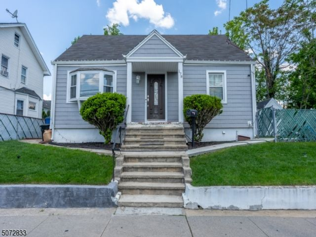 4 BR,  2.00 BTH Cape cod style home in Belleville