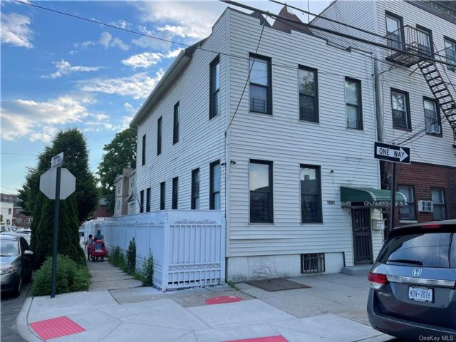 5 BR,  3.00 BTH Other style home in Parkchester