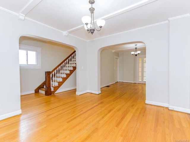 3 BR,  3.00 BTH Single family style home in Yonkers