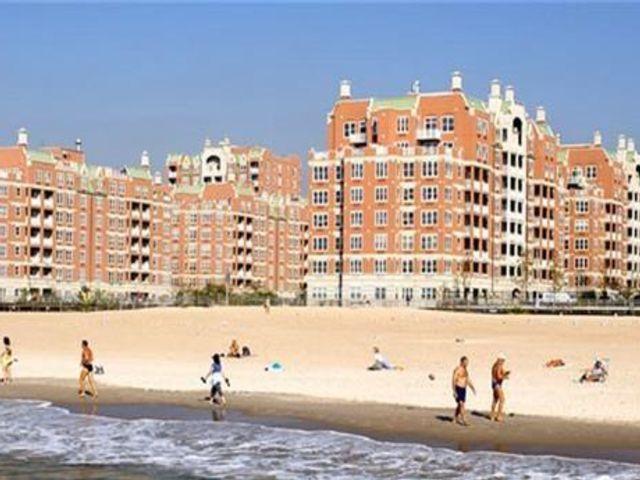 3 BR,  3.00 BTH Condominium style home in Brighton Beach