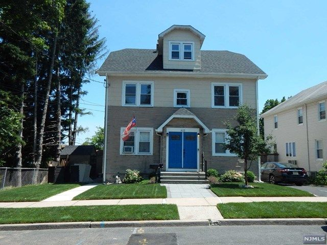 3 BR,  2.00 BTH 2 family style home in Lyndhurst