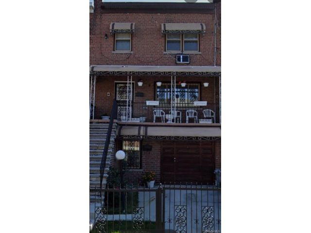 4 BR,  4.00 BTH Other style home in Wakefield