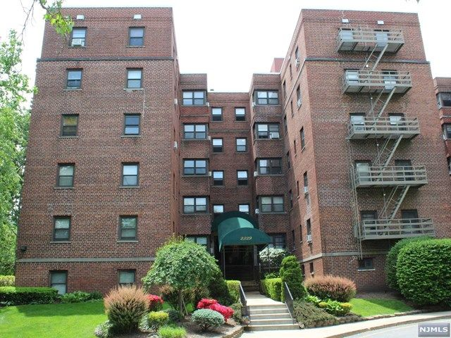 1 BR,  1.00 BTH Midrise style home in Fort Lee