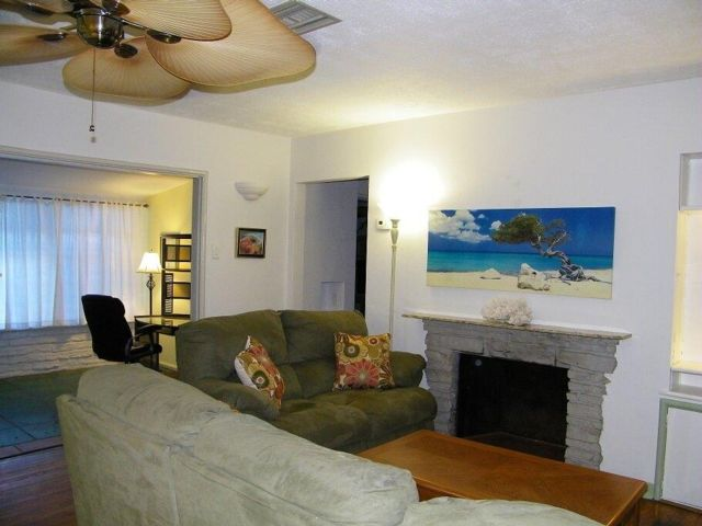 3 BR,  2.00 BTH Duplex style home in Fort Lauderdale