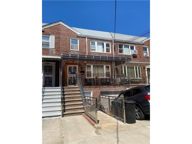 7 BR,  3.00 BTH Multi-family style home in Gravesend