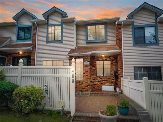 2 BR,  2.00 BTH Single family style home in New Springville