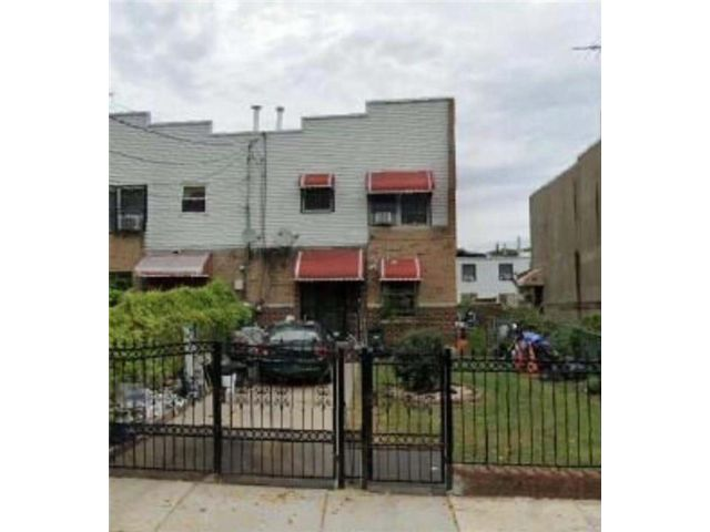 4 BR,  2.00 BTH Single family style home in Coney Island