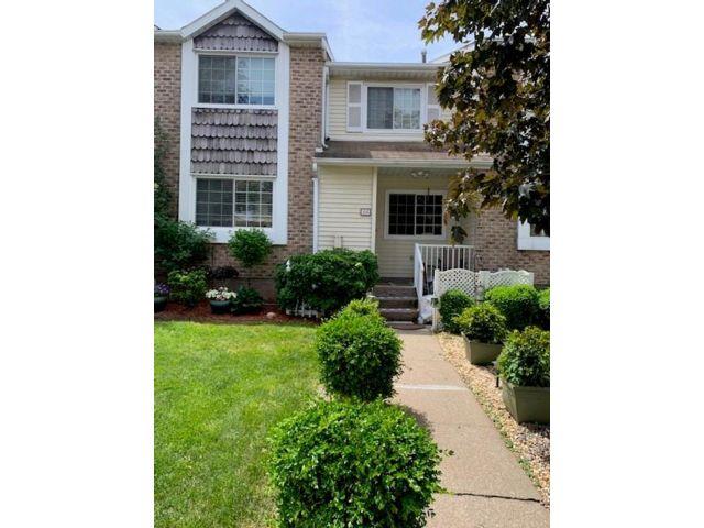 2 BR,  2.00 BTH Condominium style home in Willowbrook