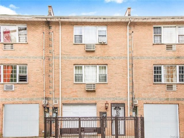 6 BR,  4.00 BTH Other style home in Kingsbridge