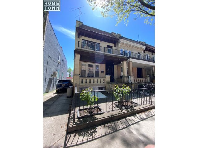 4 BR,  2.00 BTH 2 story style home in Bay Ridge